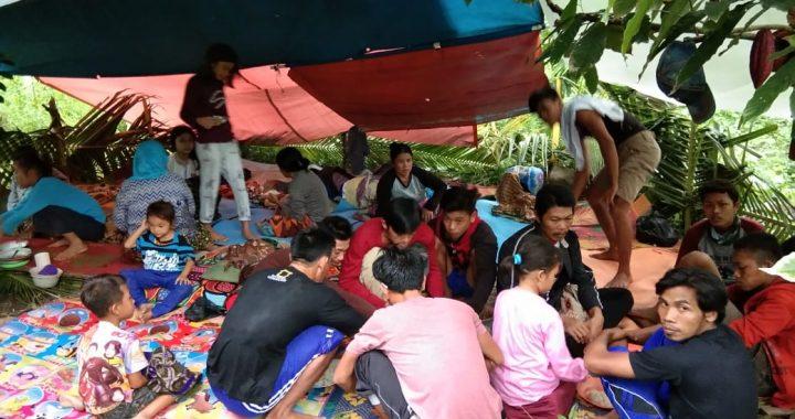 Takut Tsunami Susulan Warga Mengungsi Diperbukitan