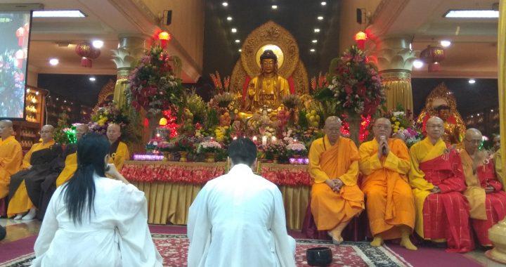Sepuluh Ribu Umat Buddha Rayakan Waisak di Wihara Ekayana Arama