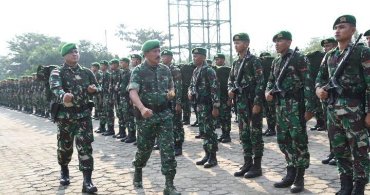 Pangdam IV Berangkatkan Satgas Yonif 406/CK Operasi Pamtas RI-PNG