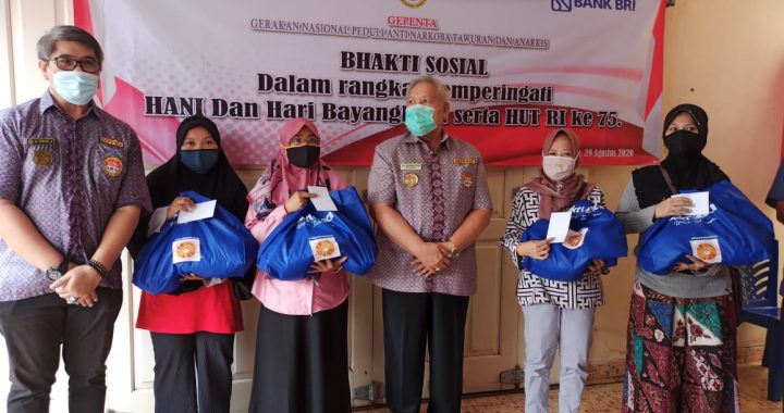 GEPENTA Bagi Sembako Kepada Anggotanya dan Warga Masyarakat dilingkungan Petukangan Selatan Pasanggerahan