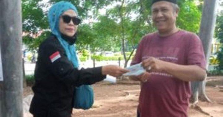 FWJ Bersama FKKS Duren Sawit Turun ke Jalan Bagi Masker Gratis.