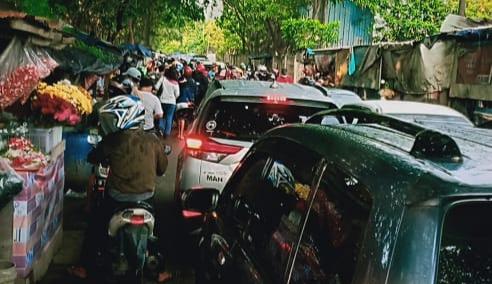 Tradisi Macet TPU Semper Menjelang Ramadhan 2021